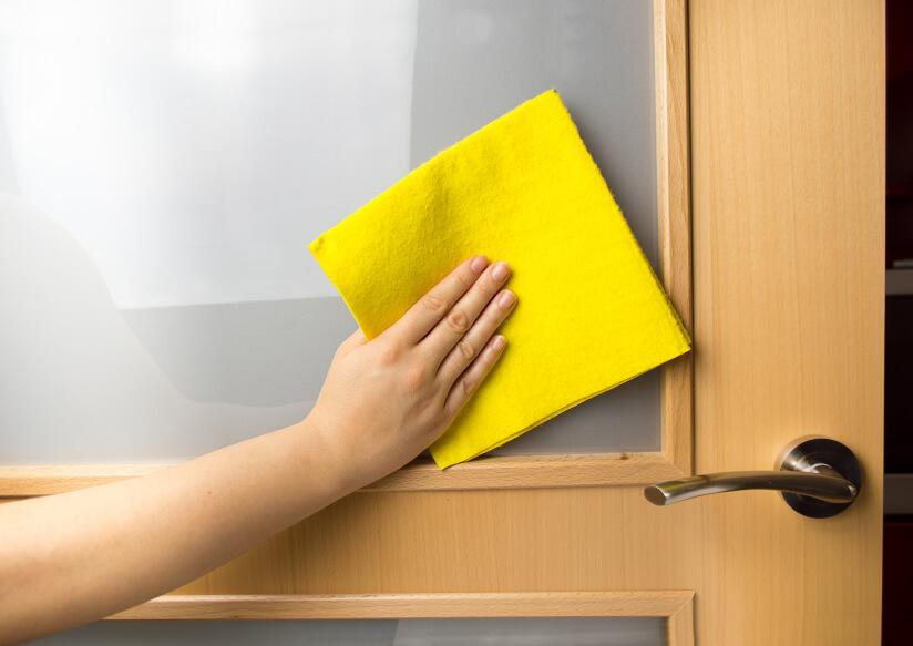 limpieza de puertas